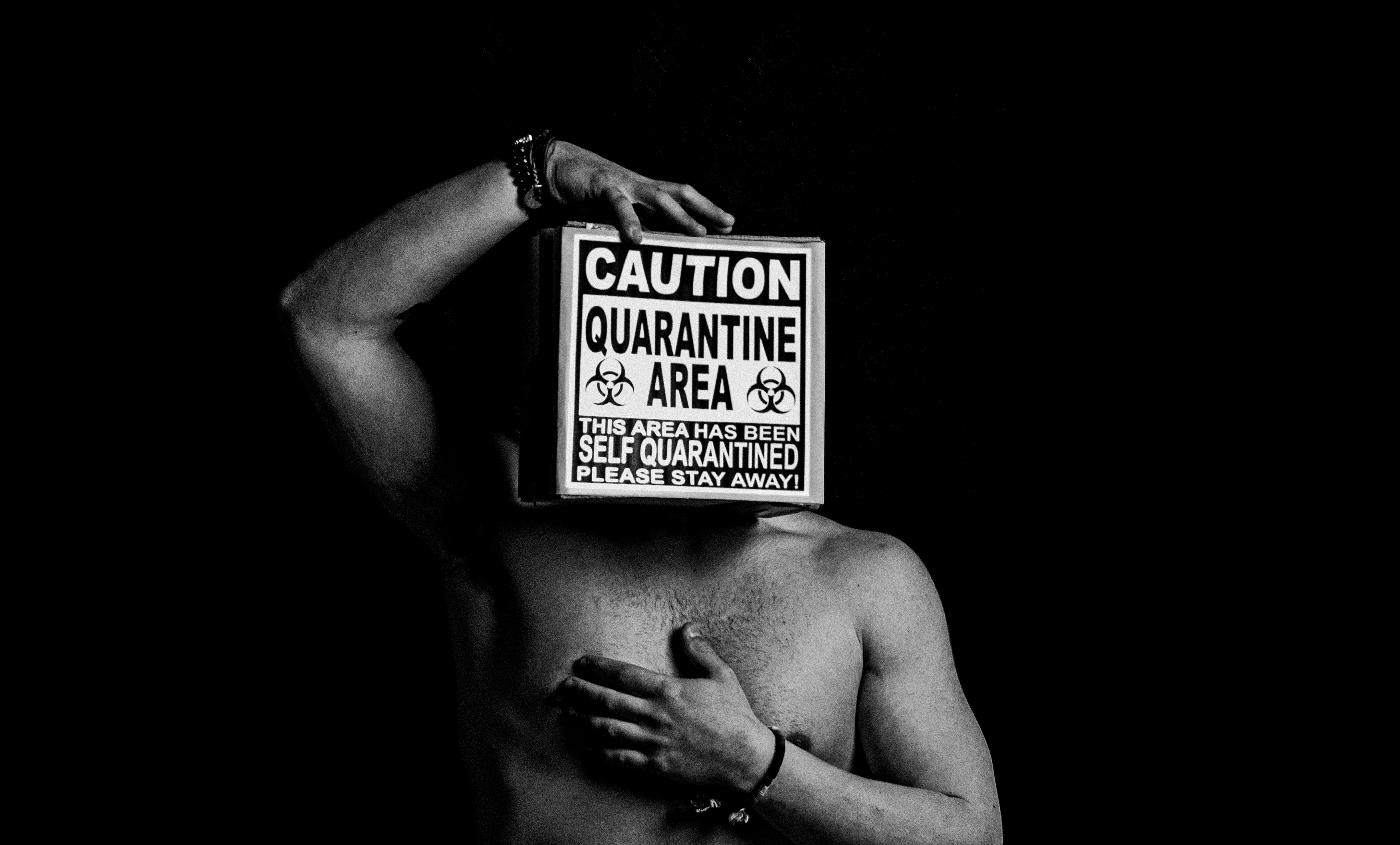 Bruno Salvatore Latella - Stay Away 2020 - fotografia Bianco e Nero,stampa Giclèe - 70x50 cm