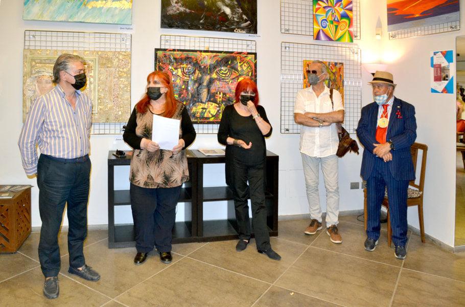 La grande collettiva di PitturiAmo a Roma - Le galleriste Tina e Teresa Zurlo in compagnia di Mario Salvo, M° Internazionale e critico d'arte di PitturiAmo