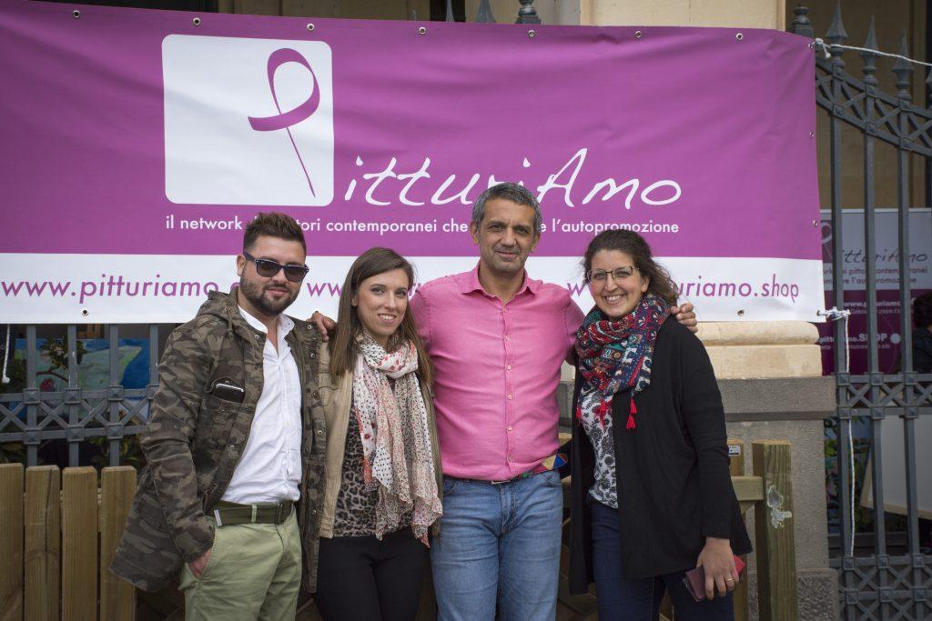 Foto di gruppo del team di PitturiAmo.