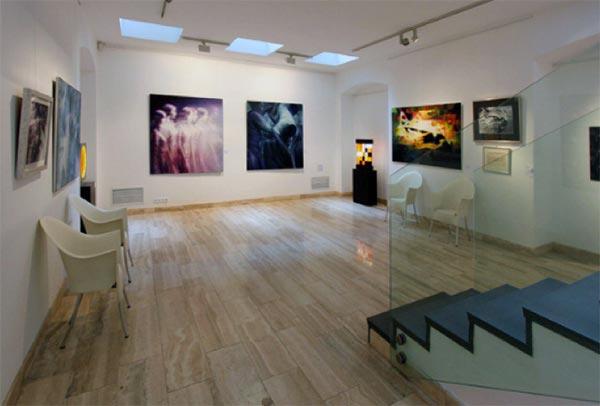 L'immagine dell'opera dell'artista con la quotazione sarà videoesposta in galleria, godendo di assistenza di vendita.