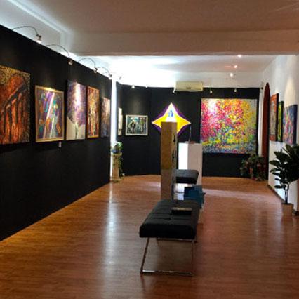 Una delle sale interne della galleria Effetto Arte di Palermo