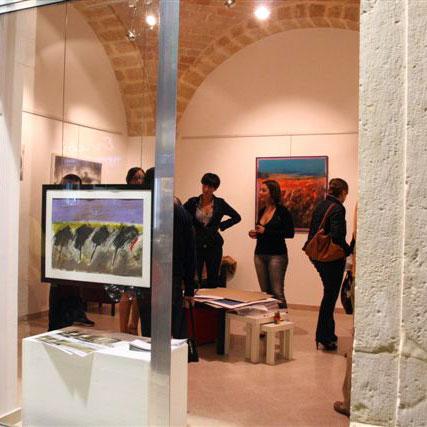 vista dall'esterno della Galleria d'Arte ZeroUno di Barletta
