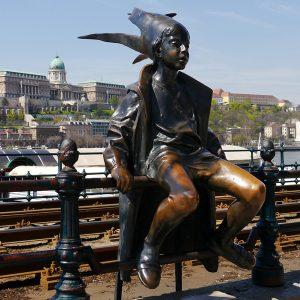 Budapest: il centro artistico dell'Europa dell'Est - Statua moderna sul Danubio