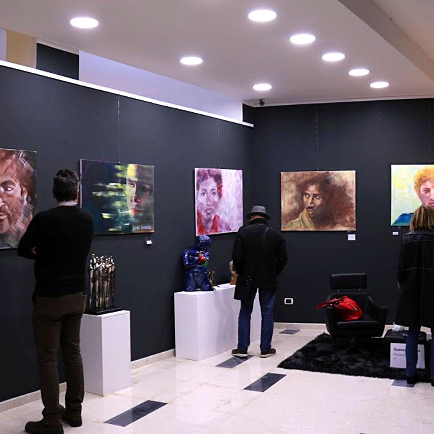 Sala interna della Galleria Queen Art Studio Gallery di Padova